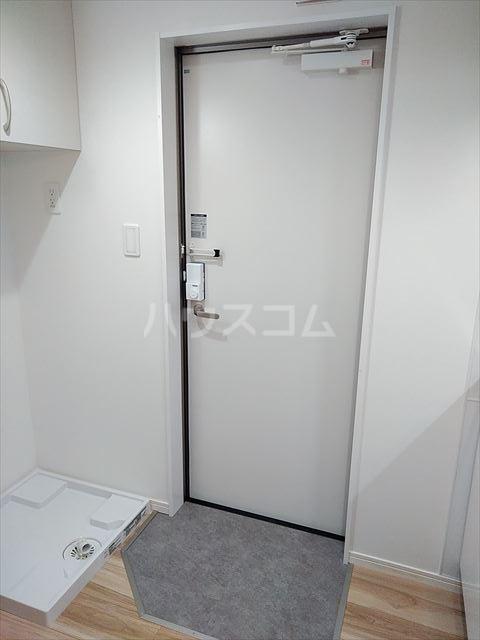 Nina 101号室の玄関