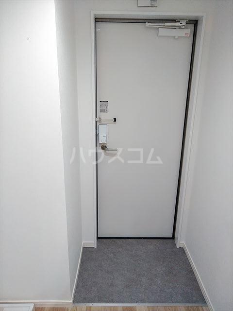 Nina 103号室の玄関