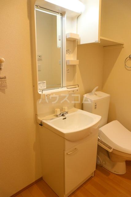 アーク・ヴィラWARABI 305号室の洗面所