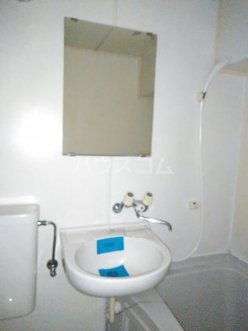 メゾン・ド・シャトー 107号室の洗面所