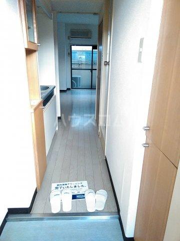 メゾン・ド・シャトー 107号室の玄関
