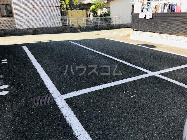 グリーンステージ堂坂B棟 201号室の駐車場