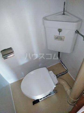 ビレッジ牧 301号室のトイレ
