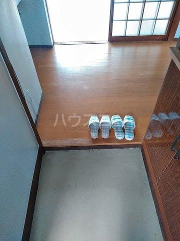 ビレッジ牧 301号室の玄関