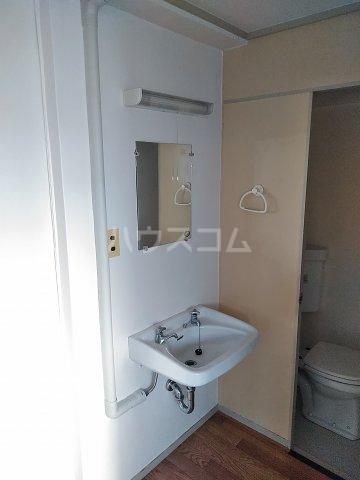 ビレッジ牧 505号室の洗面所