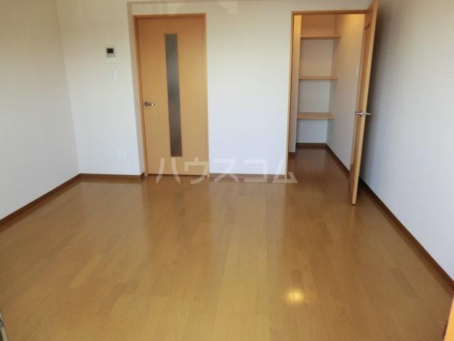 カアナパリ 301号室の居室
