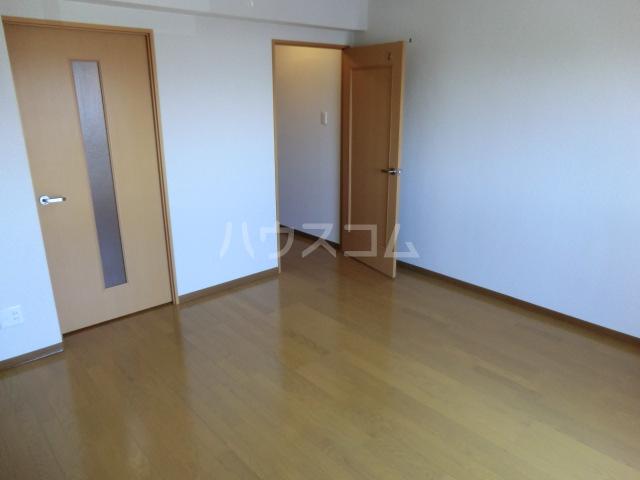 カアナパリ 301号室のリビング
