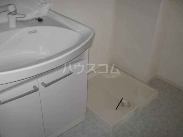 プール・トゥジュール 102号室の洗面所