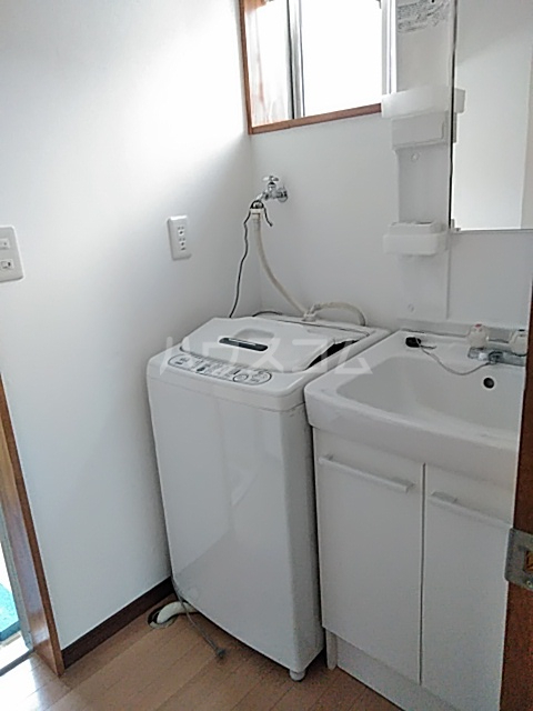 南栄町戸建の洗面所