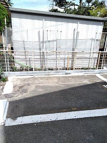 南栄町戸建の駐車場