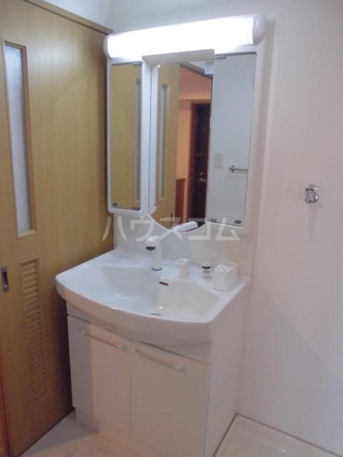 リヴェール 601号室の洗面所