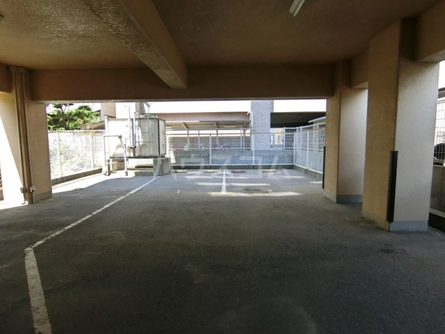 プリメール箱崎Ⅱ 503号室の駐車場