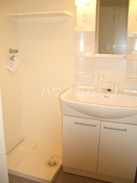 サヴォイザ・セントラルガーデン 610号室の洗面所