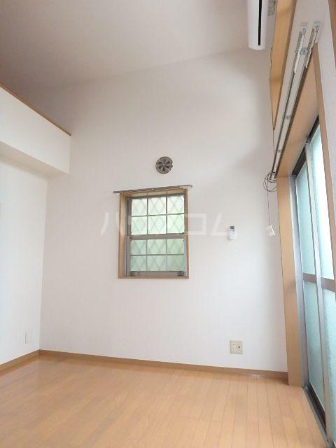 ヴィラ・ココ 201号室の居室
