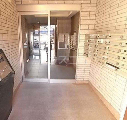 ウエストサイド箱崎 301号室のエントランス