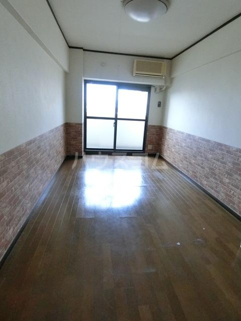 アンピールメゾン九大前 508号室のリビング
