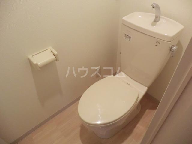 アーバンライフ松田 303号室のトイレ