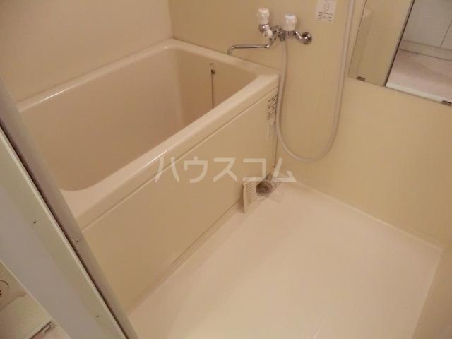 アーバンライフ松田 303号室の風呂