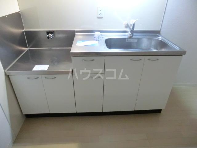 アーバンライフ松田 303号室のキッチン