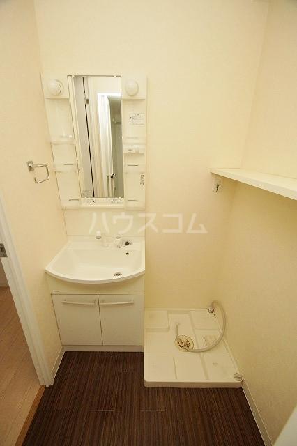 ウェルブライト博多 403号室の洗面所