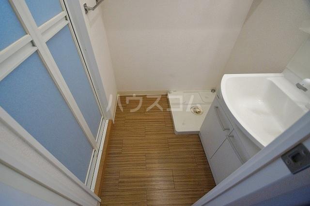 ウェルブライト博多 1106号室の洗面所