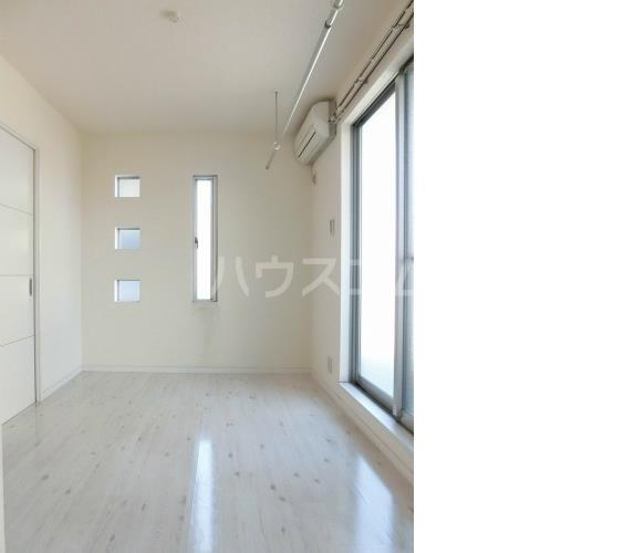 アハイブ箱崎駅前 201号室のリビング
