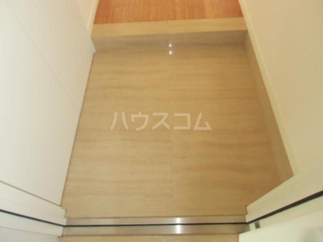 リンデス 202号室の玄関