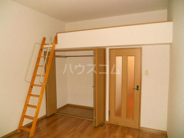 フラワーハイツF 103号室のベッドルーム