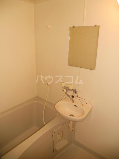 フラワーハイツF 103号室の洗面所