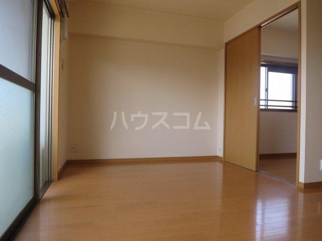 スカイシャトレ箱崎南 1006号室のリビング