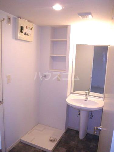 スルス門松Ⅱ 102号室の洗面所