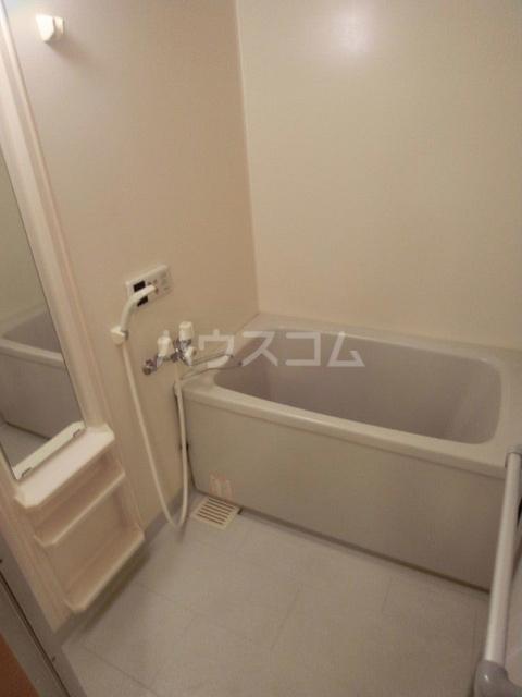 シャルム空港南 203号室の風呂