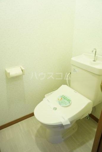 シャルム空港南 203号室のトイレ