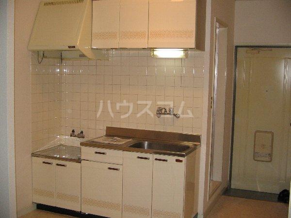 第一レカ自由が丘 102号室のキッチン