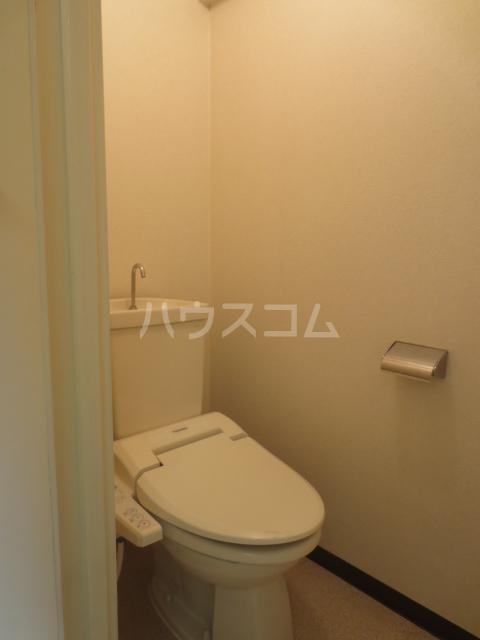 ゾンネ等々力 701号室のトイレ