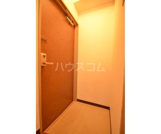 協立ビル 202号室の玄関