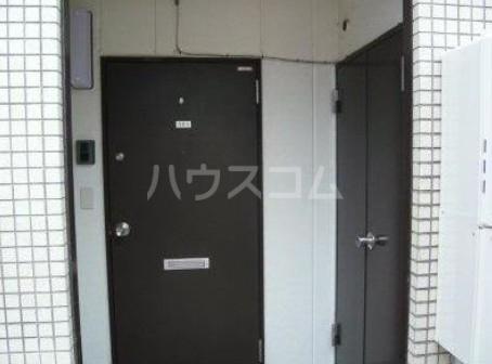 三原ビル 301号室の玄関