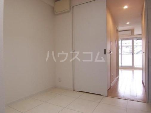カスタリア尾山台 305号室の居室