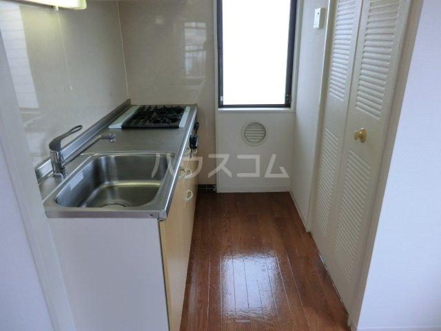 サンパーク駒沢 601号室のキッチン