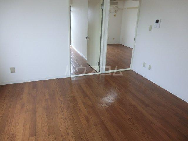 サンパーク駒沢 601号室のリビング