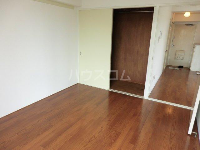 サンパーク駒沢 601号室のベッドルーム