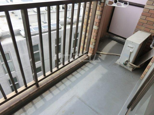サンパーク駒沢 601号室のバルコニー
