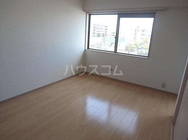 ジョイ尾山台 502号室の居室