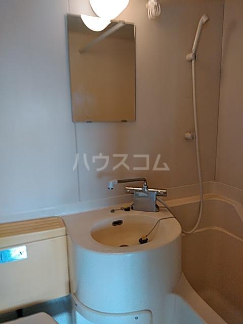 ジョイ尾山台 502号室の洗面所