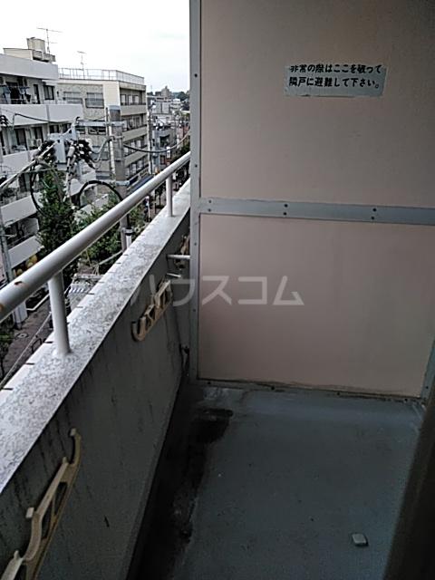 ジョイ尾山台 502号室のバルコニー