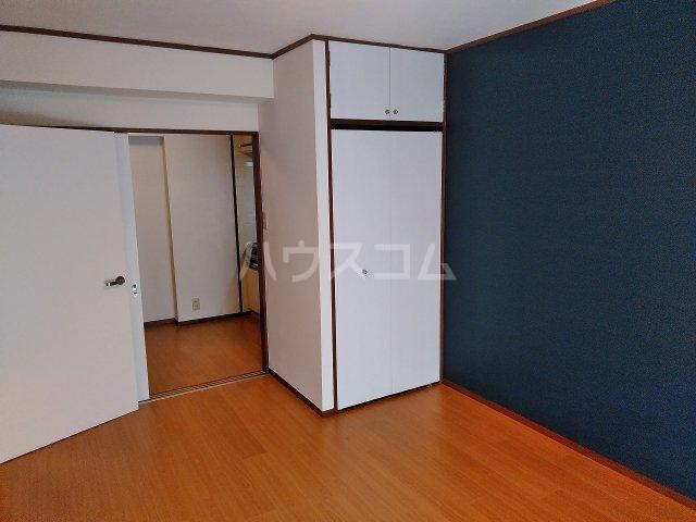 アビターレ緑が丘 101号室のリビング