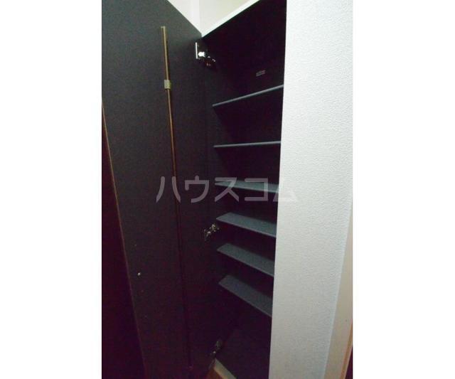Y'scourt 103号室の玄関