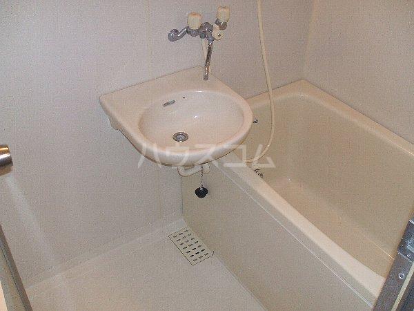 セシリア奥沢 201号室の洗面所