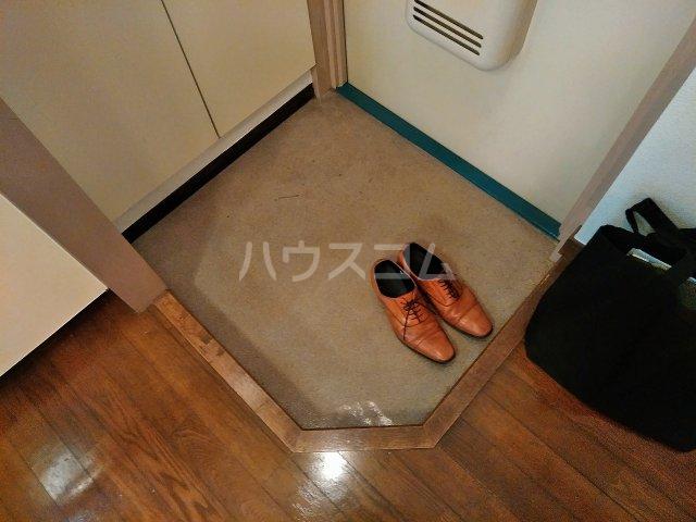 ハウス大岡山 105号室の玄関