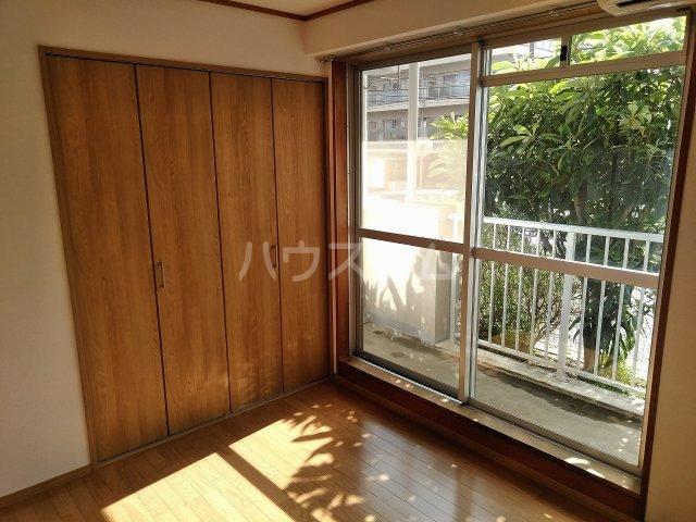 ハウス大岡山 106号室のリビング